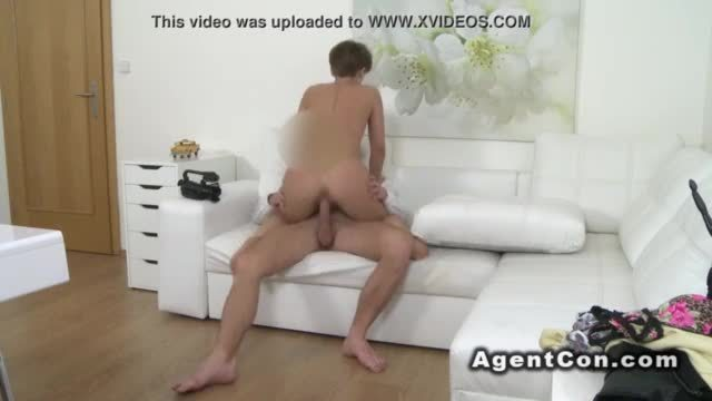 Fit amateur babe sucks and fucks fake agent